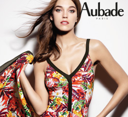 Femme avec le haut du maillot de bain Aubade Summer Lounge de couleur exotic