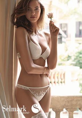 Femme en lingerie de mariage Selmark modèle Siena