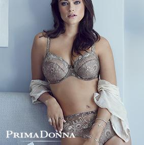 Femme portant l'ensemble lingerie taille haute Oriental Night de Prima Donna