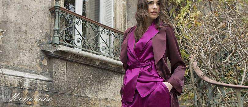Femme portant un pyjama Marjolaine de jour