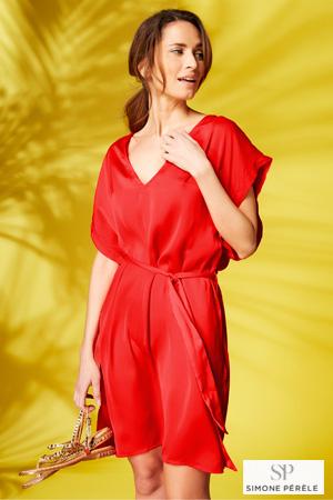4cd95f914e6 mannequin porte robe de plage simone pérèle rouge unie de la collection  gold et porte des