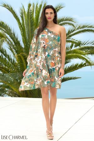 8fa819d23b7 mannequin lise charmel porte robe de plage asymétrique cashmere evasion en  coloris cashmere safran dans les