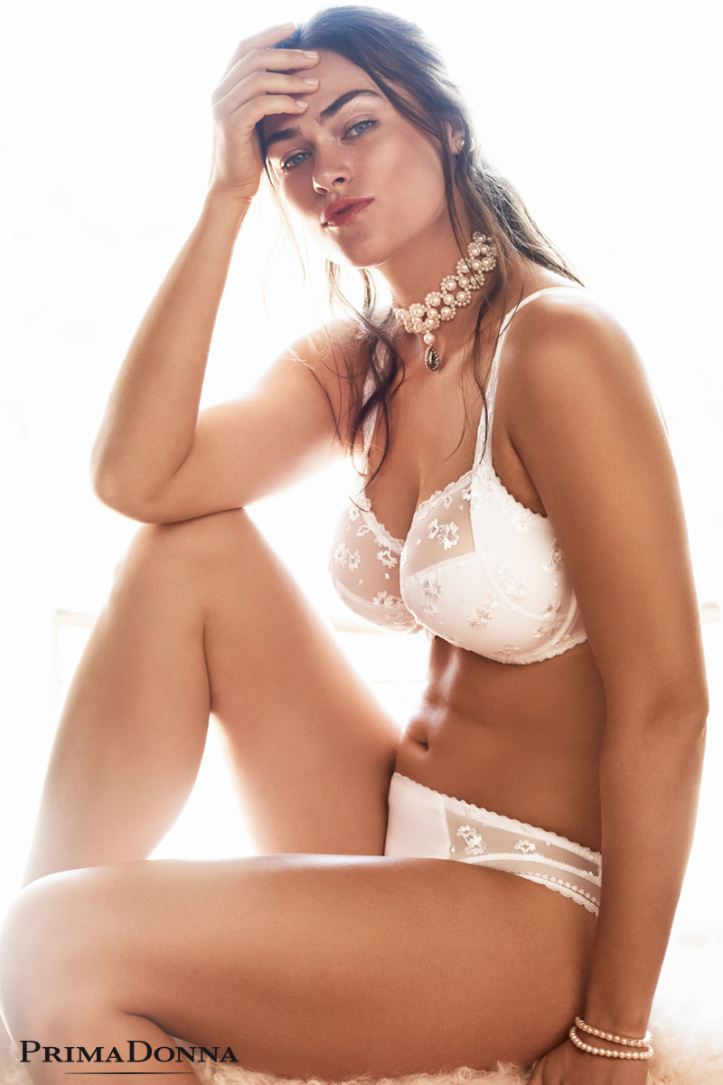 Myla Dalbesio mannequin grande taille porte ensemble de lingerie prima  donna marque de bonnets profonds collection 73233b60d39