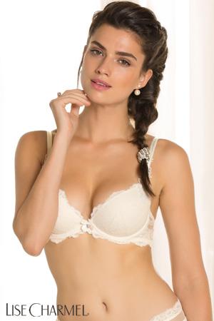 mannequin lise charmel porte soutien-gorge mariage push-up blanc exception charme lingerie haut de gamme