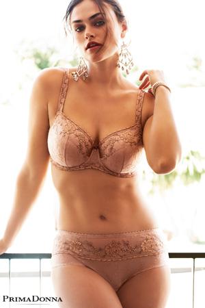 02321838c3b Sublime nouveauté de Prima Donna pour l été 2018. mannequin grande taille  myla dalbesio porte ensemble de lingerie ...
