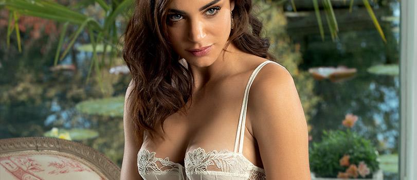 Mannequin portant de la lingerie de mariage de la marque Lise Charmel