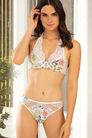 mannequin lise charmel porte ensemble de lingerie bouquet tropical pergola imprimé