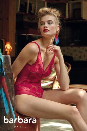mannequin barbara lingerie porte body rouge