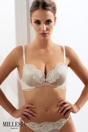 mannequin lingerie marque millesia porte soutien-gorge push up collection adriana en coloris sable
