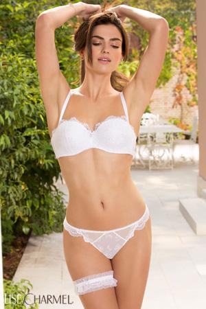 mannequin lingerie porte ensemble de lingerie soutien-gorge bandeau avec bretelles amovibles et string blanc lingerie mariage avec jarretelle en dentelle