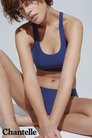 mannequin Chantelle porte brassière et slip de la gamme soft stretch