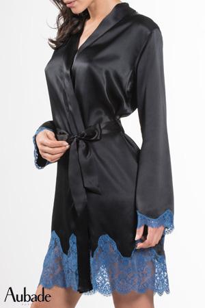 kimono aubade lingerie de nuit soie d'amour en coloris bleu velvet noir soie noire et dentelle bleu en bas