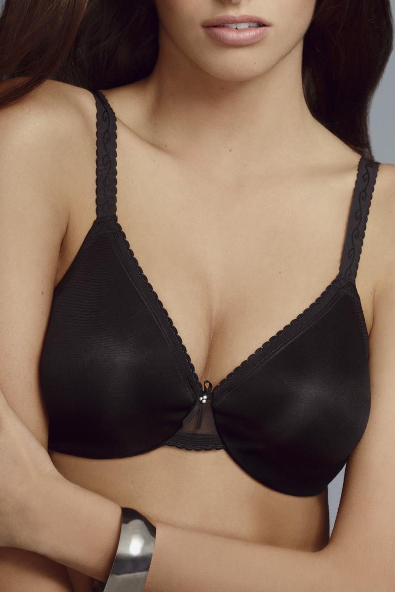 Mannequin portant un soutien-gorge minimiseur noir pour forte poitrine de la marque Wacoal
