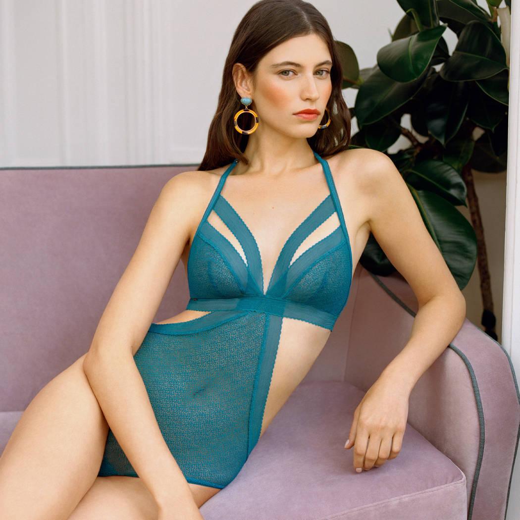 Mannequin portant un body bleu turquoise