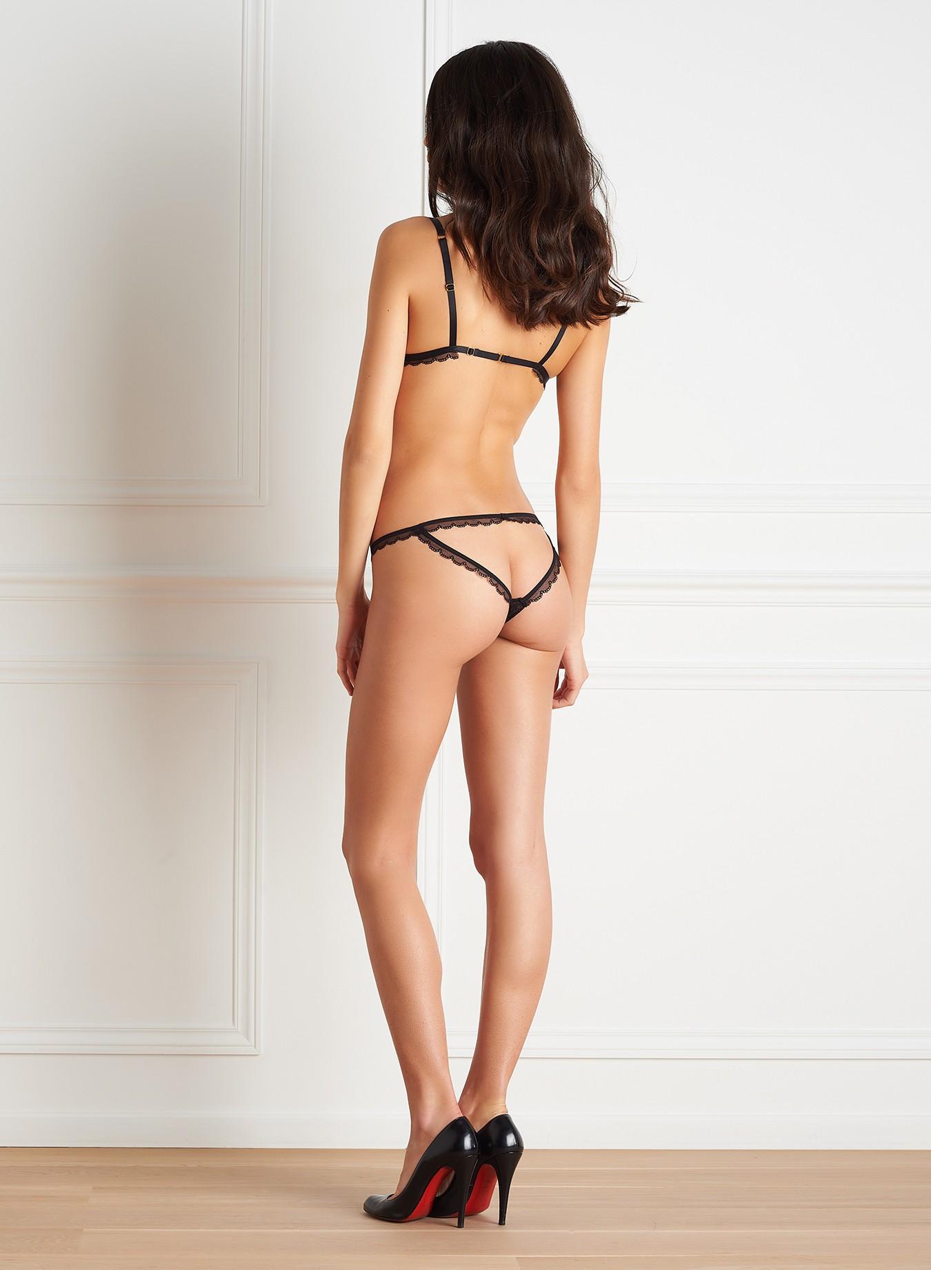 Mannequin vue de dos portant une culotte ouverte ultra sexy