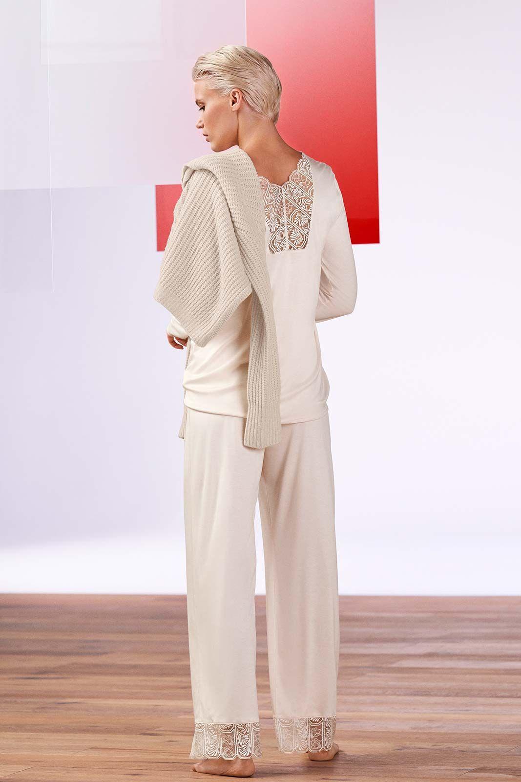 Mannequin portant un pyjama lounge de la marque Hanro