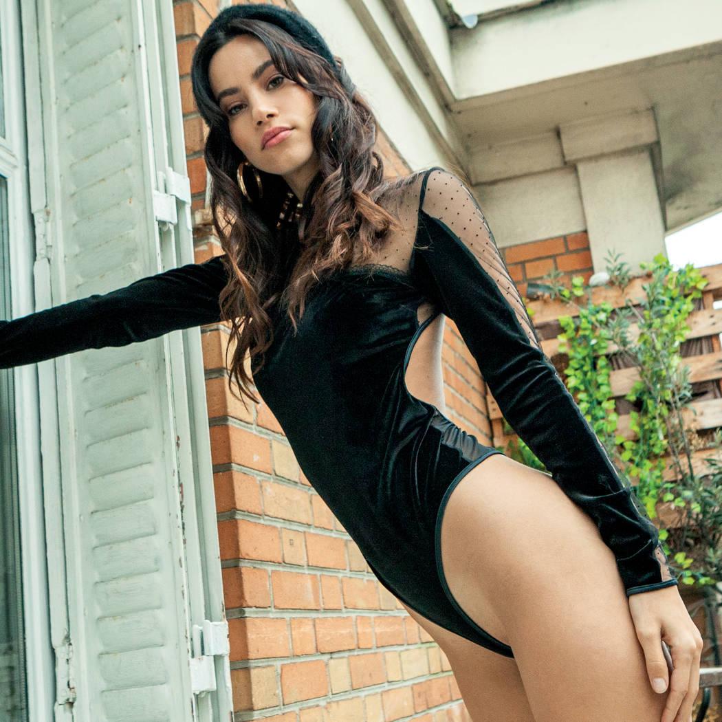 Mannequin portant un body habillé noir de la marque les Jupons de Tess