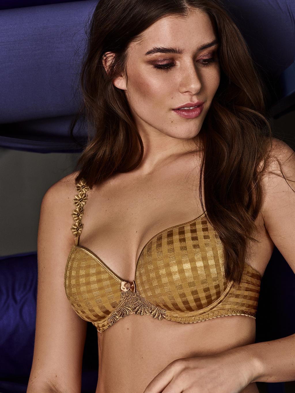 Mannequin portant un soutien gorge parfaitement adapté