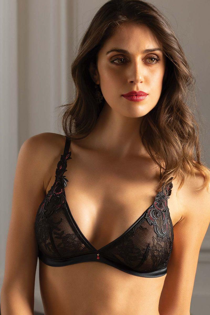 Mannequin portant un soutien-gorge noir sans armatures de la collection soirée libertine de la marque Lise Charmel