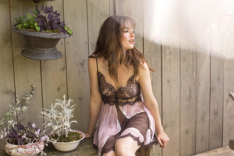 Mannequin portant une nuisette de la marque de lingerie Marjolaine