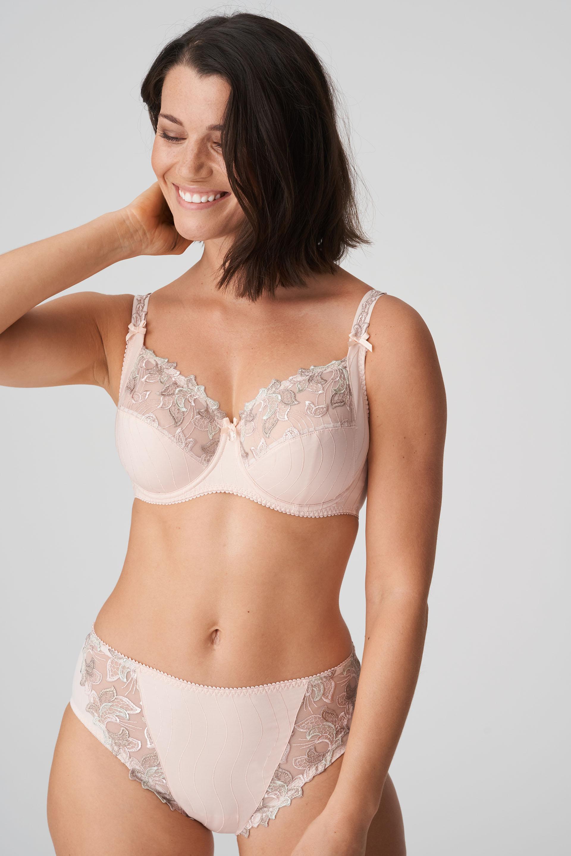 Mannequin portant un ensemble lingerie de la marque PrimaDonna