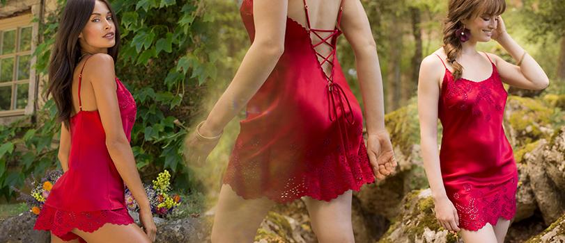 Mannequin portant un pyjama short rouge