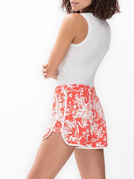 mannequin portant un pyjama short corail à imprimés feuillage en coton modal-1