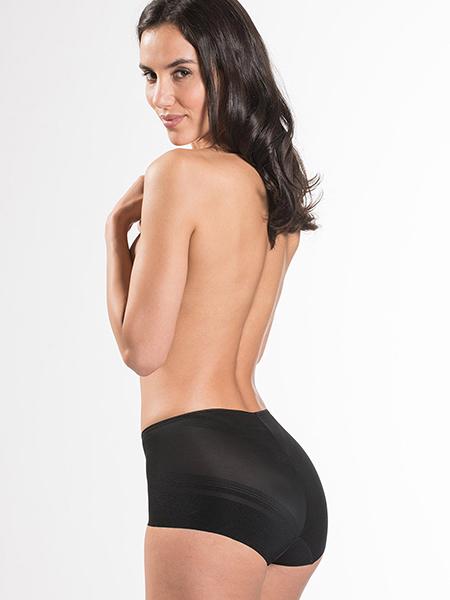 Mannequin portant un ensemble de lingerie noire Aubade Beauty Sculpt