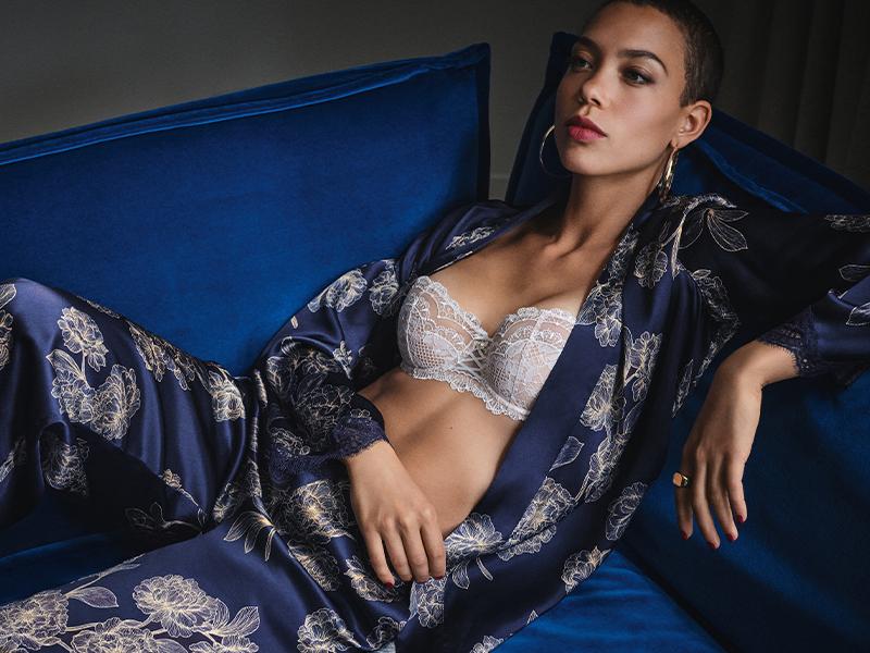 Mannequin portant un ensemble pyjama et haut de la marque Aubade