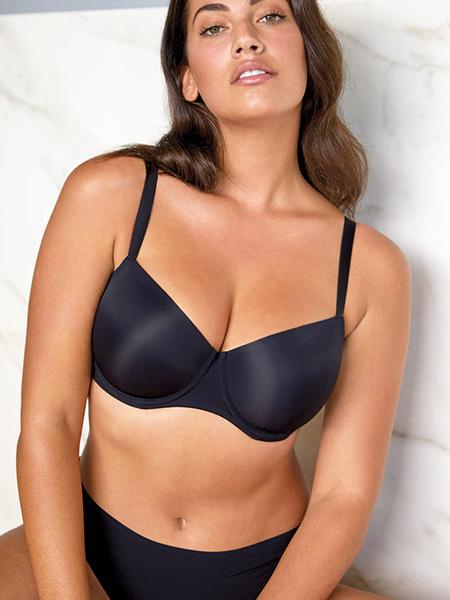 Mannequin portant un ensemble de lingerie noir de la marque PrimaDonna collection Charcoal