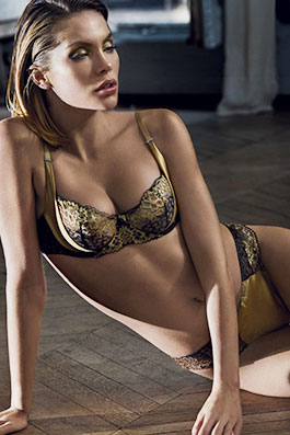Femme Glamour or noir. La collection de lingerie ... 540ac5b5bcd